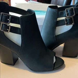 Open toe zip up back shoe NWT and box
